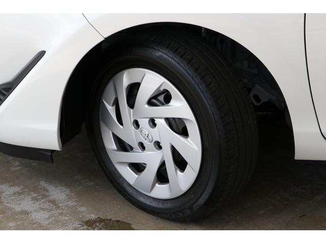 走行距離も少ないですので当然タイヤの溝もまだまだありますし、ホイールキャップもキレイですよ。