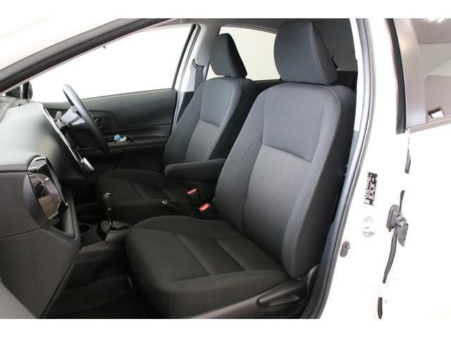 スタイルブラック専用のシートカラー、パネルカラーが素晴らしいです。アームレストも特別仕様車の装備のうちの一つなのです。快適ですね。