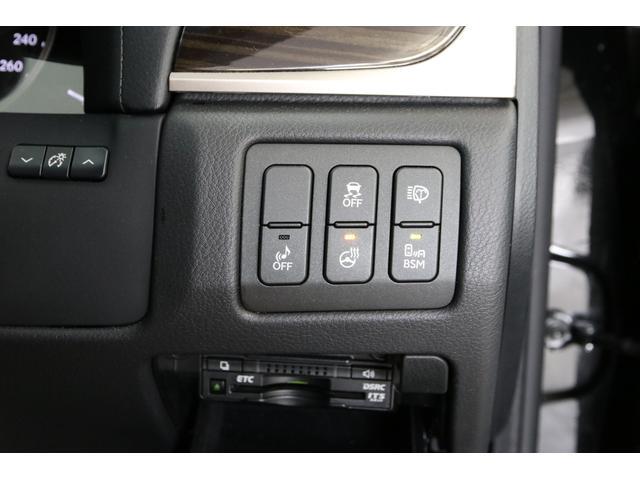 ブラインドスポットモニター、ステアリングヒーター、ヘッドランプウォッシャーのスイッチ、ビルトインETCなど。なんでもありますね。