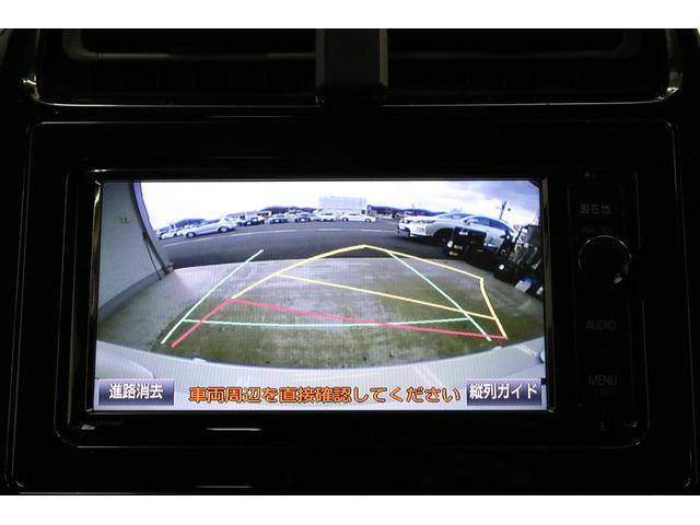 バックカメラも純正なのでハンドル操作に応じてガイドラインが動く予測進路機能付きです。これがあるから純正品です。