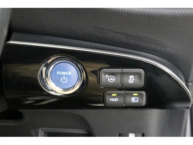 S-VSC、オートマチックハイビームなどの先進安全装備もございます。エンジンスタートボタンがハンドル右側に装着されるようになったのは嬉しいです!