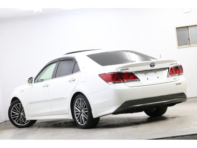 本革シート、サンルーフ、スパッタリング塗装18インチアルミなど高級車にほしいメーカーオプションが装着され、さらに高音質を楽しめるプレミアムサウンドシステムまで装備しています。この車はスゴイですよ!