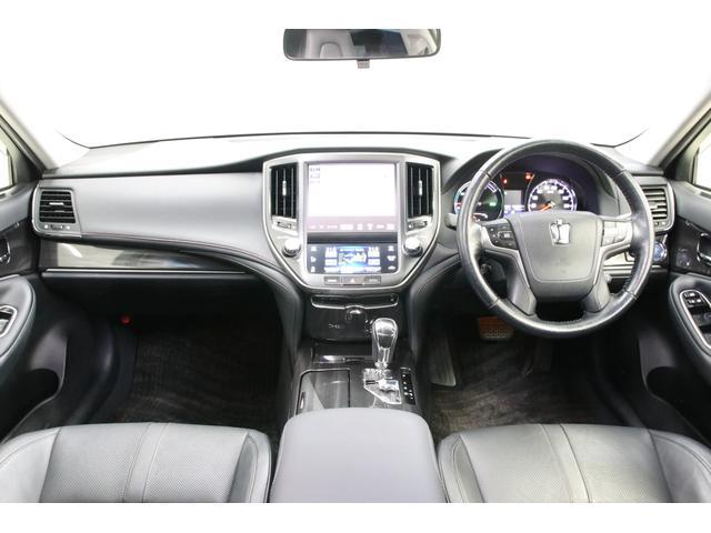 素晴らしい内装コンディション。やっぱり高級車には本革シートがよく似合います。嫌な匂いもありませんよ。