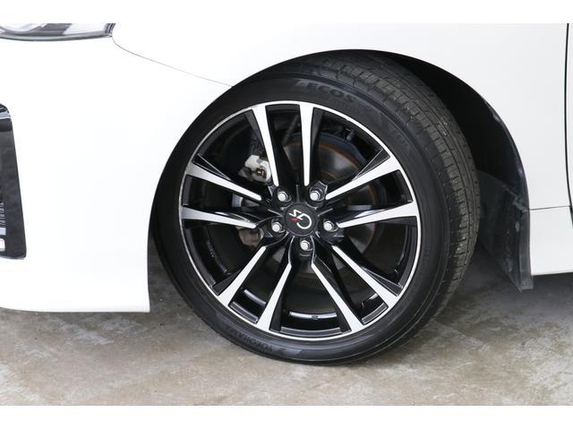 G's専用の18インチアルミホイールがカッコいいですね。タイヤの溝もたっぷり残っていますよ。