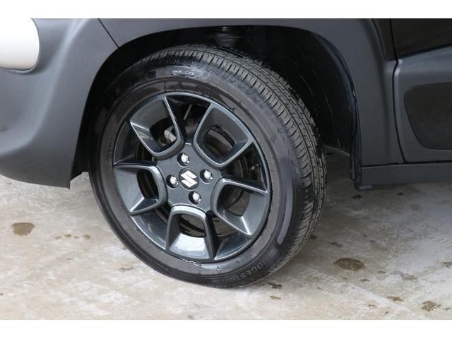 ダークカラーの16インチアルミホイールもオシャレでカッコいいですね。タイヤの溝も残っていますのでご安心ください。