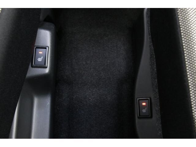 運転席だけでなく、助手席にもシートヒーターがありますので冬でもポカポカ快適です。