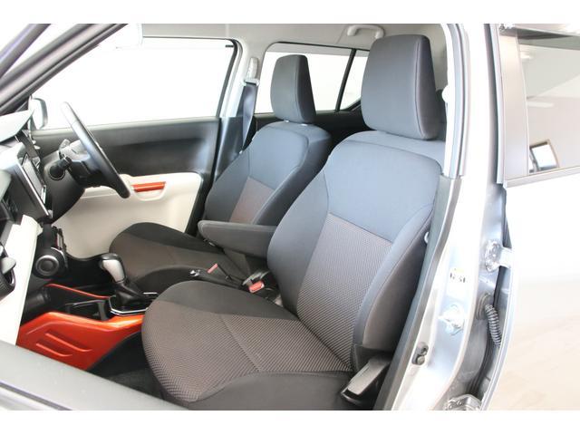シートリフターも装備され、幅広い体格に対応するシートは長時間のドライブでも快適です。