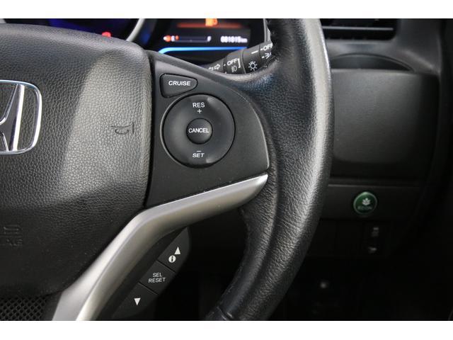 こちらもLパッケージからの装備となるクルーズコントロールです。高速道路などでの長距離ドライブでは快適ですね。