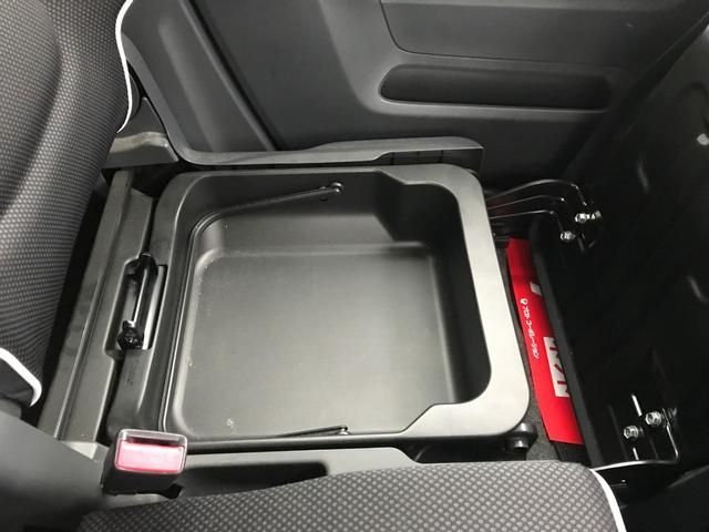 助手席シート下には取り外し可能なBOXがあります!