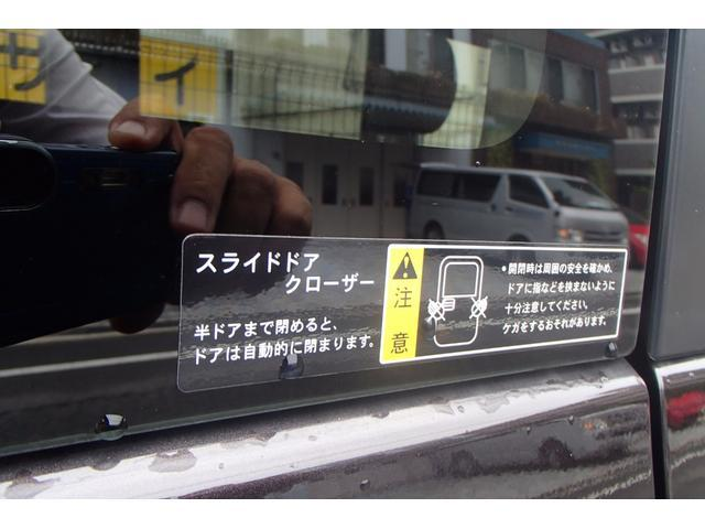 運転席側は半ドアでも自動的に閉まります!これは便利です!