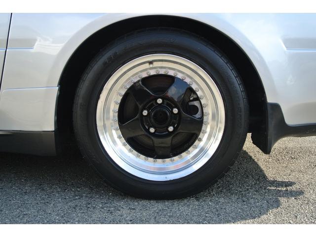 サスペンションは全車に減衰力3段階切り替え式の3ウェイアジャスタブルショックアブソーバーを採用。タイヤ225/50R16