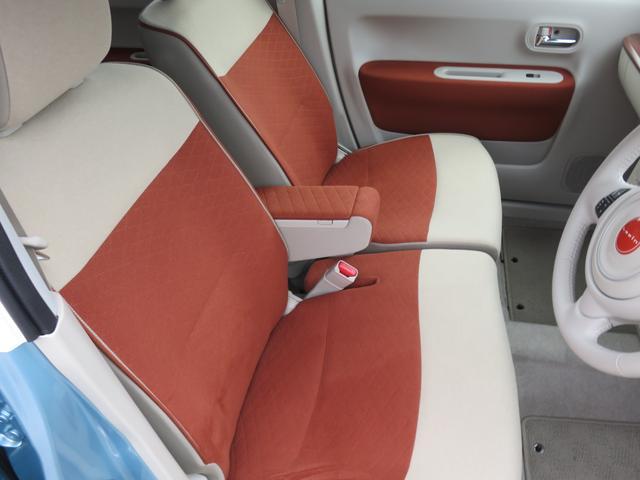内装も専用シートになっております。