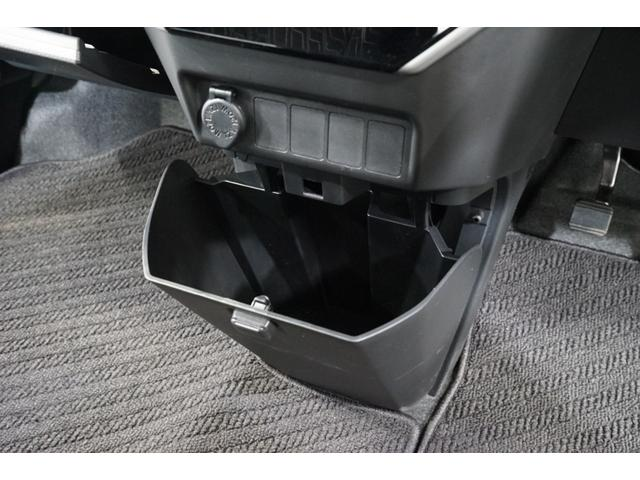 カスタムG スマートキー 両側電動スライド ワンオーナー 衝突軽減ブレーキ 禁煙 クルコン ナビTV DVD再生 BT オートライト オートハイビーム コーナーセンサー LEDヘッドランプ アイドリングストップ(8枚目)