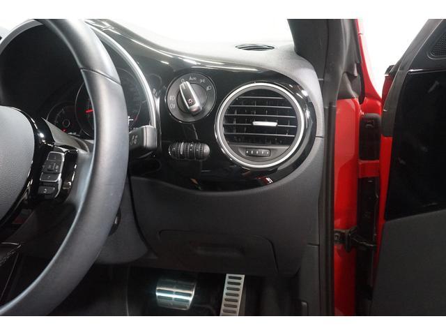 Rライン ワンオーナー Rカメラ ナビTV クルーズコントロール 禁煙車 ETC HIDヘッドライト フルセグ CD DVD再生可能 Bluetooth接続 スマートキー SDナビ 盗難防止システム Wエアコン(13枚目)