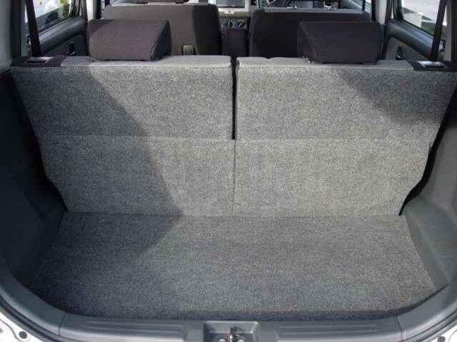 後部座席を倒せばたくさん荷物積めます!!