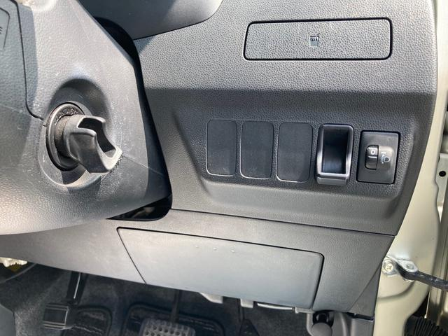 スマートエントリーキーシステムです。鍵を持っていればドアロック、解除、エンジン始動も楽チンです。イチイチ鍵を出す手間も無くなりますよ。悪天候時にも重宝しますね。