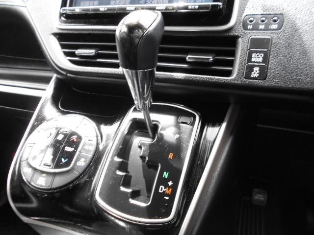 Gi ブラックテーラード フルセグ メモリーナビ DVD再生 後席モニター バックカメラ 衝突被害軽減システム 両側電動スライド LEDヘッドランプ ウオークスルー 乗車定員7人 3列シート ワンオーナー アイドリングストップ(15枚目)