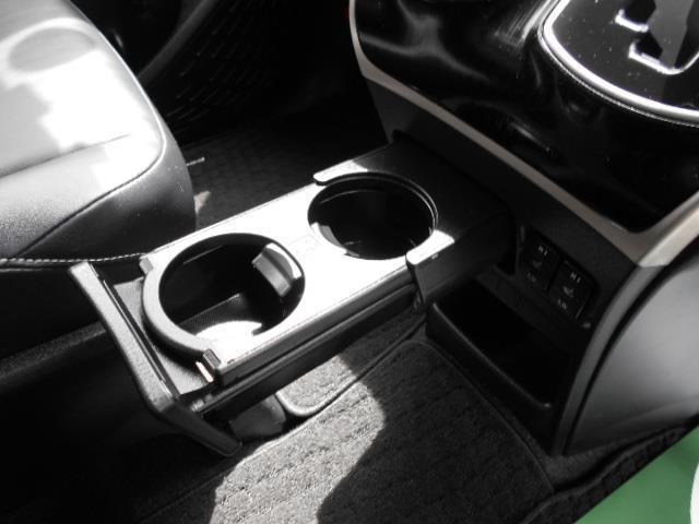 Gi ブラックテーラード フルセグ メモリーナビ DVD再生 後席モニター バックカメラ 衝突被害軽減システム 両側電動スライド LEDヘッドランプ ウオークスルー 乗車定員7人 3列シート ワンオーナー アイドリングストップ(20枚目)