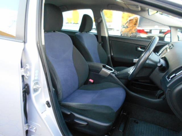 フロントシートです。落ち着いたカラーリングが良いですね☆