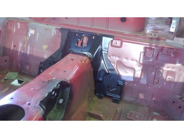 今回は、シート後方の部分にNB用のプラケットを補強します。ドンガラにいています、裏面も溶接塗装さます。