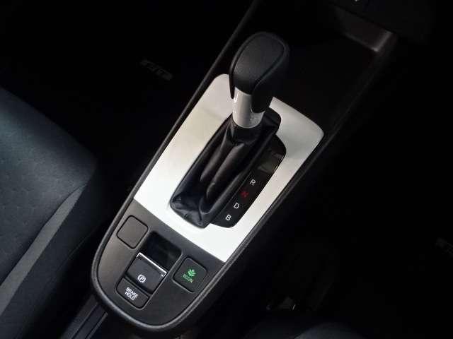 e:HEVベーシック 当社デモカー ナビ リヤカメラ LED LED スマートキー Bカメラ レーダークルコン 禁煙車 衝突被害軽減ブレーキ(9枚目)