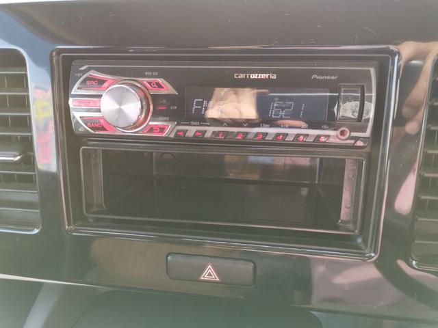 USBと外部入力のAUXに対応のオーディオプレイヤー☆USBで音楽を聞いたり、お持ちのプレイヤーをAUXに直接接続で音楽を楽しめる便利装備です☆またナビの中古等もありますのでお気軽にご相談ください☆
