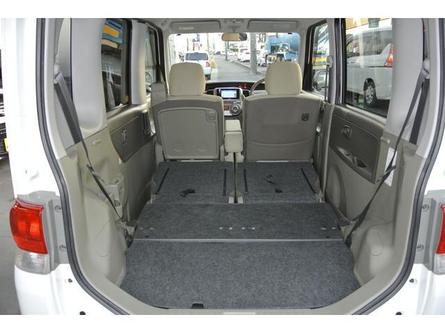 座席が足元まで降りるので、軽でも広いスペースになります!