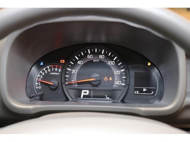 走行距離はわずか7km!届出済未使用車です。シンプルながらメーターの視認性も良好です。