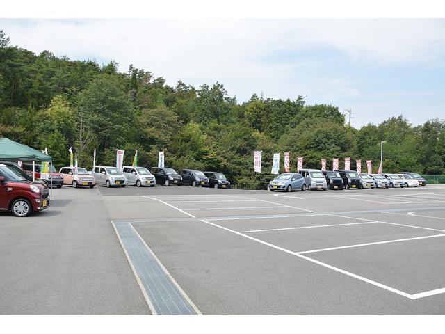 ユニオンカーズは駐車場も広々!みんなでワイワイ来店していただいても大丈夫ですし、女性が一人でもご来店しやすい、そんな空間を目指しています!