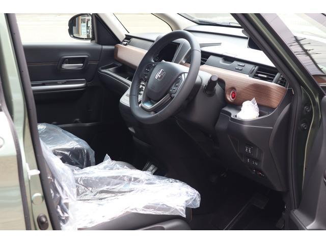 運転席まわり♪クロスターはアウトドア好き向けにデザインされているので内装もオシャレです☆