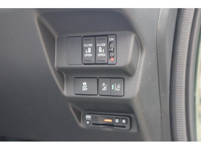 こちら両側パワースライドドア装備でボタン一つで開閉可能です♪