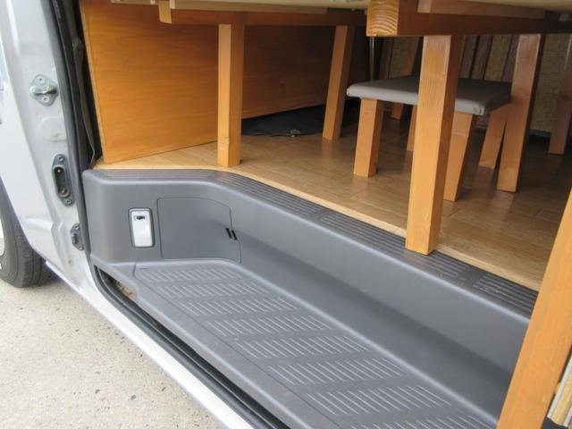 DX GLパッケージ キャンピングカー 最大4人就寝可能 サブバッテリー 電子レンジ 冷蔵庫 シンク 外部100ボルト電源 ブルートゥースナビ リヤテレビ サイドタープ付き リヤクーラー&ヒーター(6枚目)