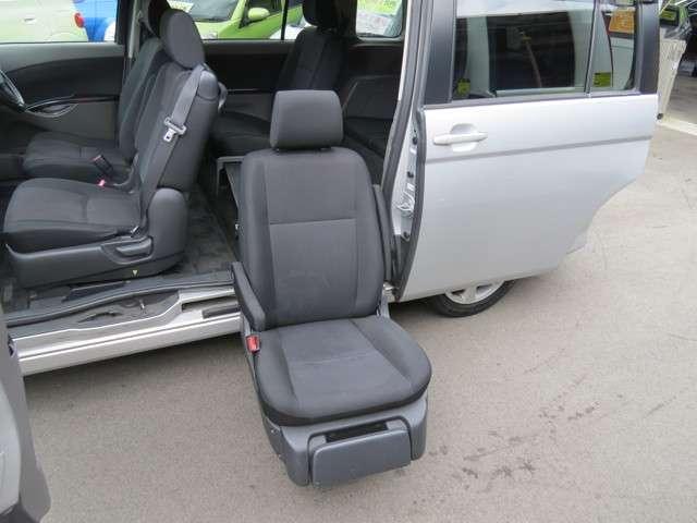 トヨタ アイシス プラタナウェルキャブ 助手席リフトアップシート車 Aタイプ