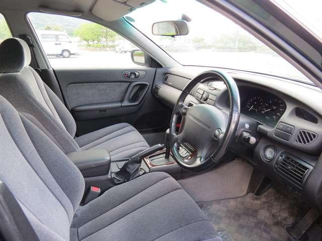 シフト周りもシンプルです。使いやすいお車です。