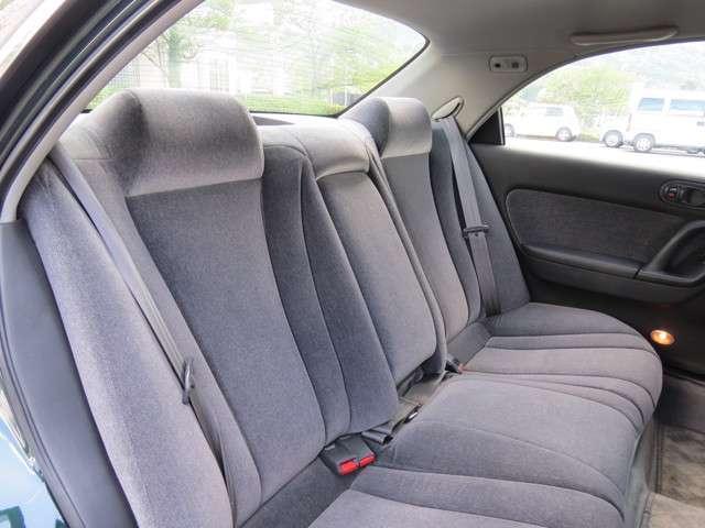 後部座席もしっかりとしたシートです。ゆったりしているので快適にドライブできます。