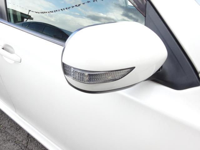 2.0i-S 7人乗り フルタイム4WD スマートキー プッシュスタート HDDナビ DVD再生 バックカメラ 地デジ ETC HID 17インチアルミ(10枚目)
