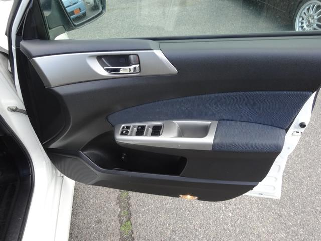2.0i-S 7人乗り フルタイム4WD スマートキー プッシュスタート HDDナビ DVD再生 バックカメラ 地デジ ETC HID 17インチアルミ(26枚目)