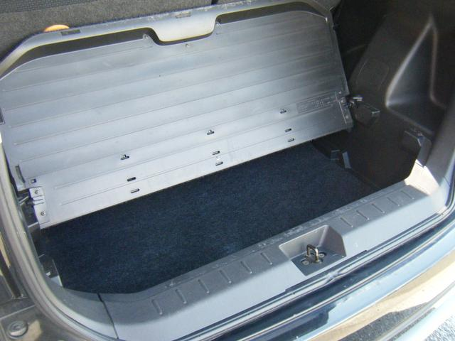 フタを開ければ下に収納スペースもあります。