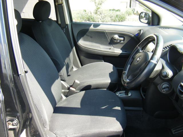 前列シート。大きな汚れはありませんが、運転席に一箇所コゲ穴があります。ご了承ください。