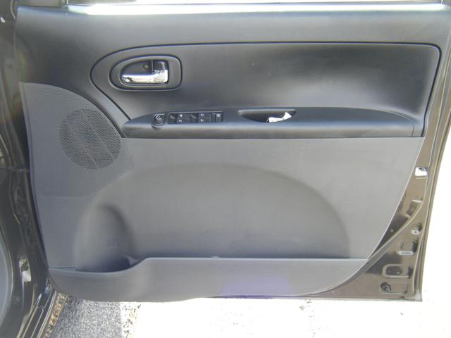 運転席ドア内側。