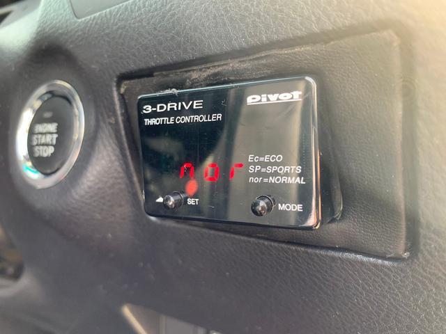 スロコン付いてます!詳しくは『ピボット(PIVOT) 3-DRIVE スロットルコントローラー THR』で検索してみて下さい。