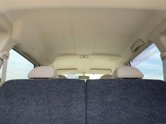 天井。こちらは禁煙車なので、特に車内の匂いも気になりません。