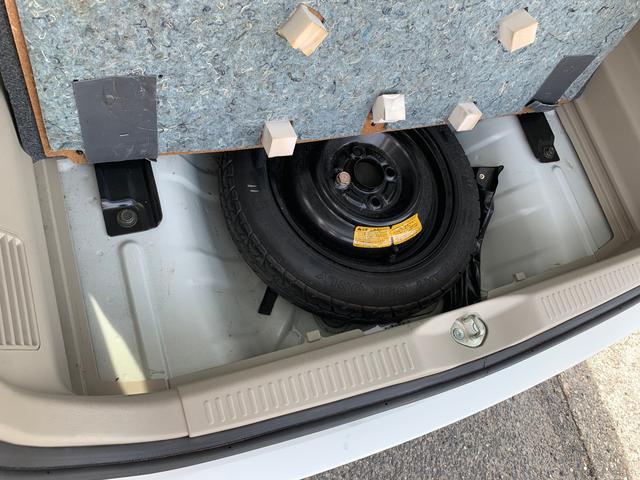 ラゲッジの下にはスペアタイヤも有ります。