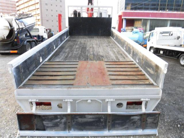 荷台サイズは、内寸約 長さ506cm、幅214cm、高さ39.5cm