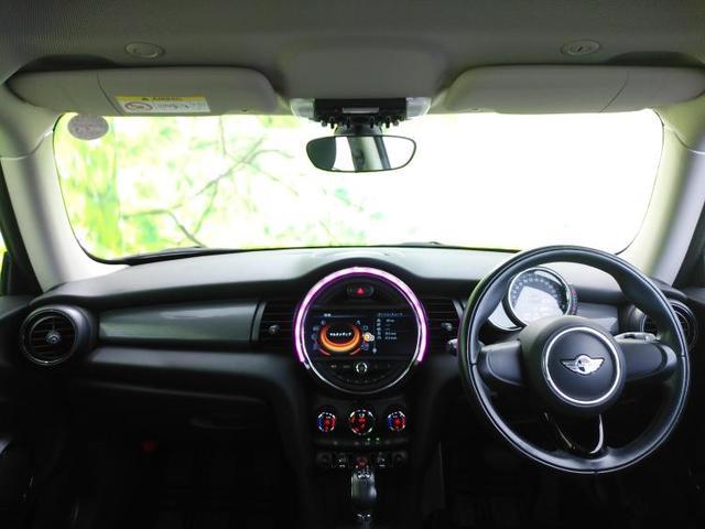 クーパー 純正 メモリーナビ/ヘッドランプ HID/ETC/EBD付ABS/横滑り防止装置/アイドリングストップ/エアバッグ 運転席/エアバッグ 助手席/エアバッグ サイド/アルミホイール/パワーウインドウ(4枚目)
