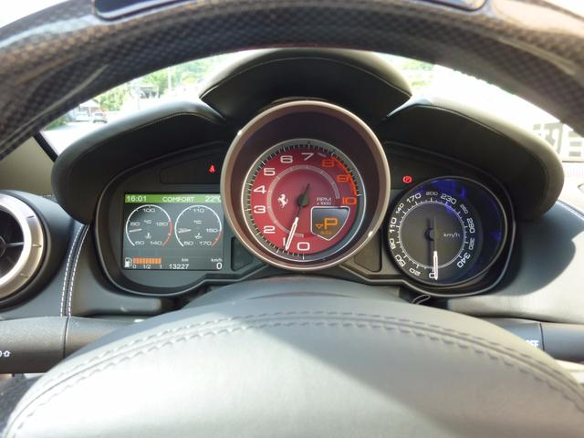 フェラーリ フェラーリ カリフォルニア F1 DCT LEDステア ブラックルーフ マグネライド