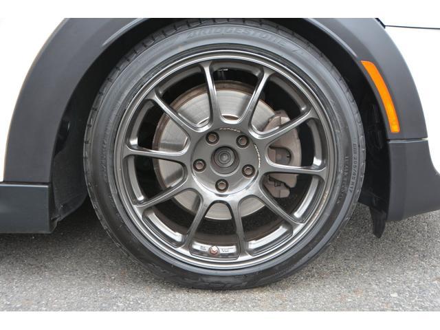 BMW MINIのブレーキダストによるホイールの汚れが気になっていませんか?軽減できるブレーキパッドをご提案できます。お気軽にご相談ください。