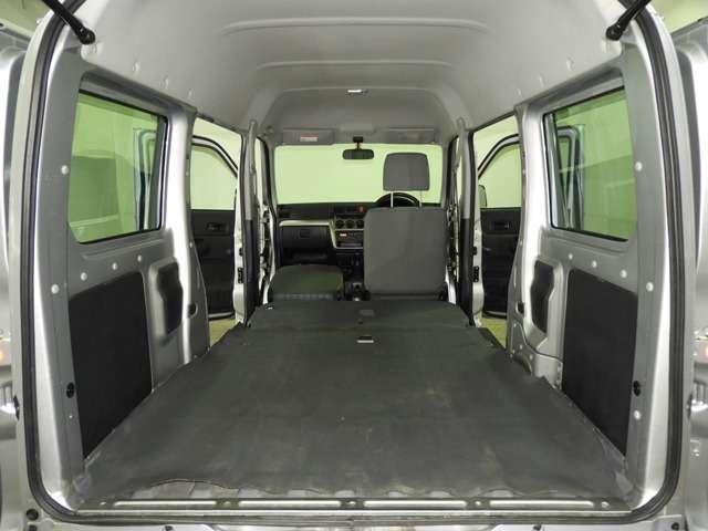 ユーティリティモード リアシートを倒せばフルフラットなラゲッジスペースに早変わり 大きな荷物も長い荷物もらくらく載せられますね。