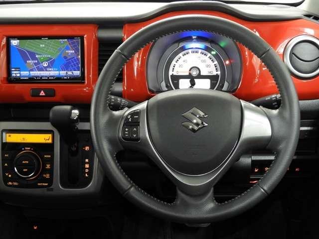 ドライバーの方の動きを考えて設計されたインパネです。使いやすさと同時にスタイルも追求されています。