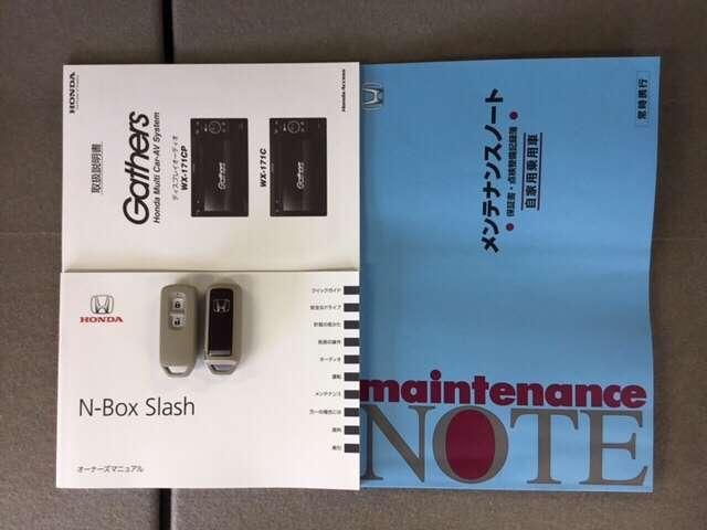 メンテナンスノート・各種取扱説明書も揃っています。鍵はスマートキーが2本です。